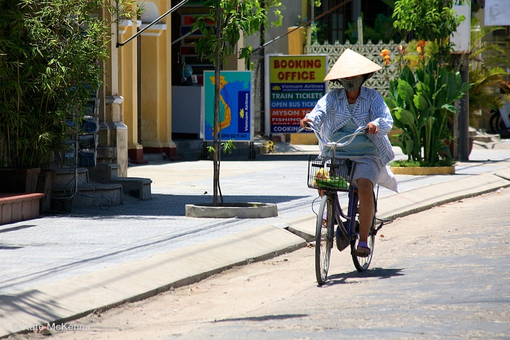 photo vietnamese cyclist