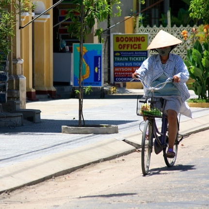 photo vietnamese cyclist