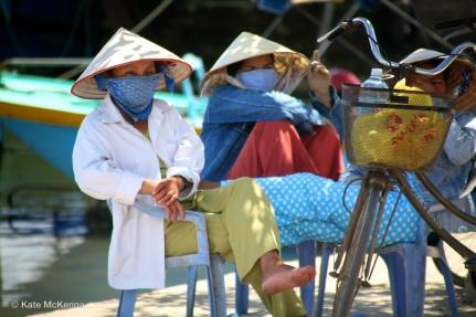 photo vietnamese girls in hats