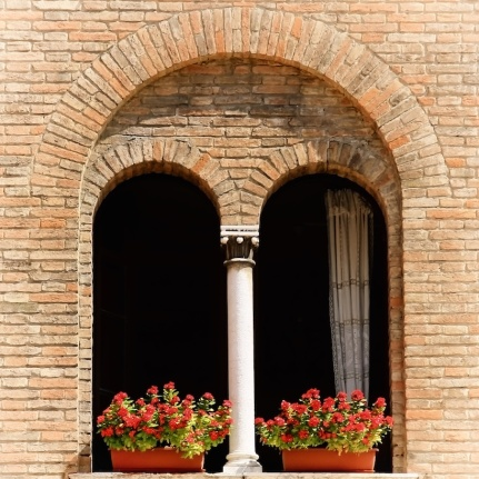 photo italian arched window