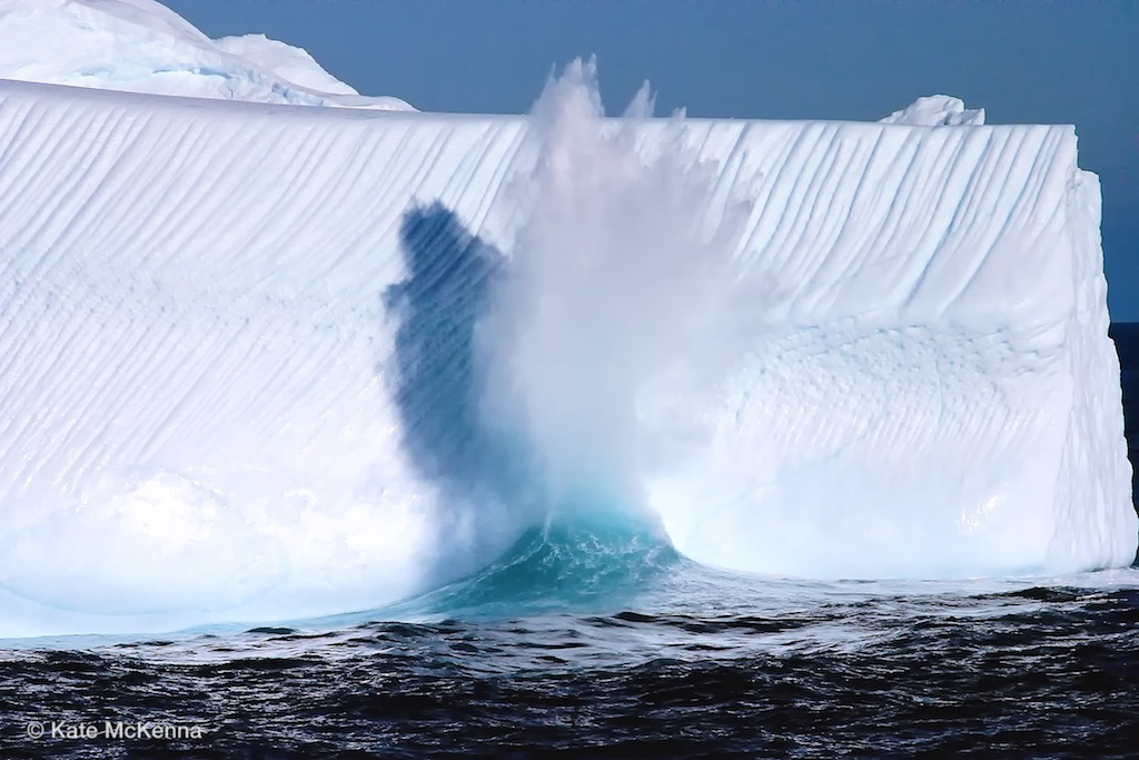 photo water splashing on iceberg